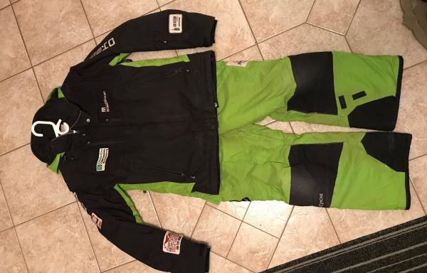 70 – Manteau et pantalon, Small, 75$