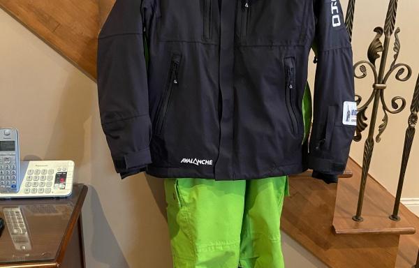98 – Manteau adulte XS et pantalon adulte XXS